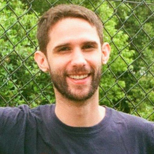 Дамьен Реми, преподаватель французского языка в  трехъязычном частном детском саду P'titCREF