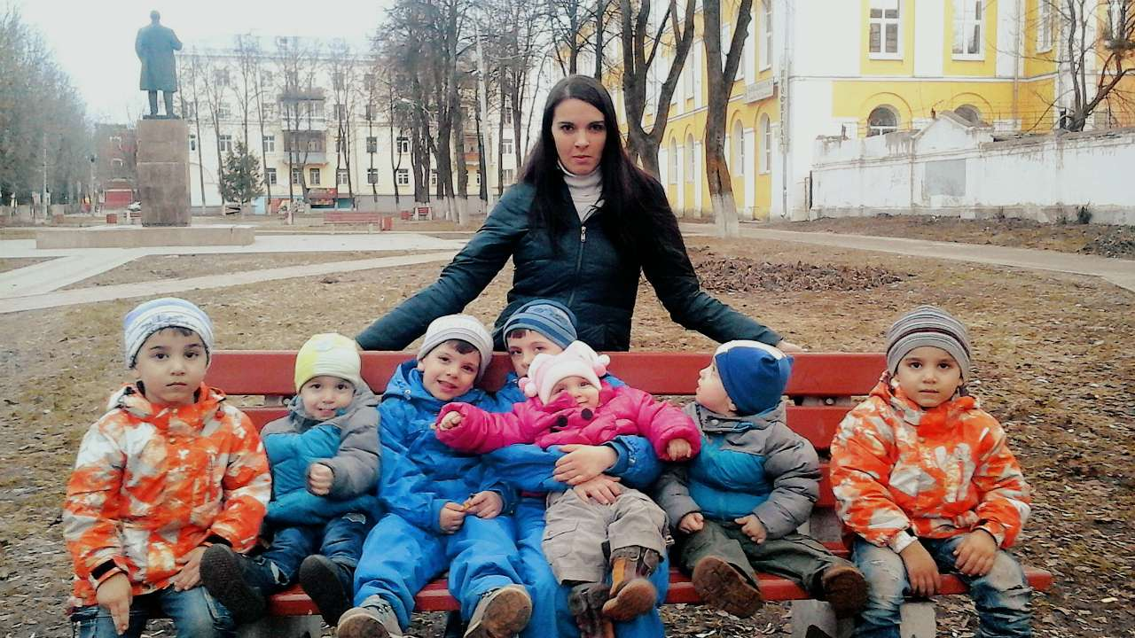 Анна и ее большое счастье: Армен, Давид, Артур, Родион с Ани на руках, Тигран и Камо