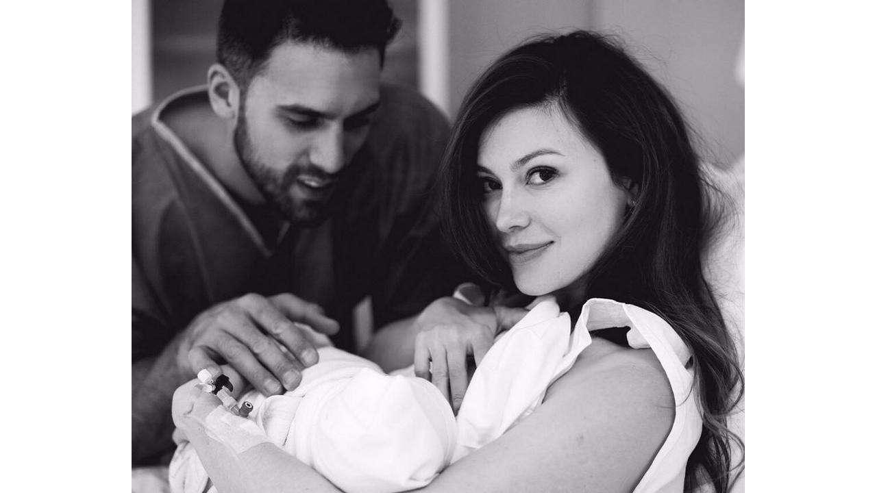 Ольга с мужем и новорожденной дочкой. Instargram@ushakovao