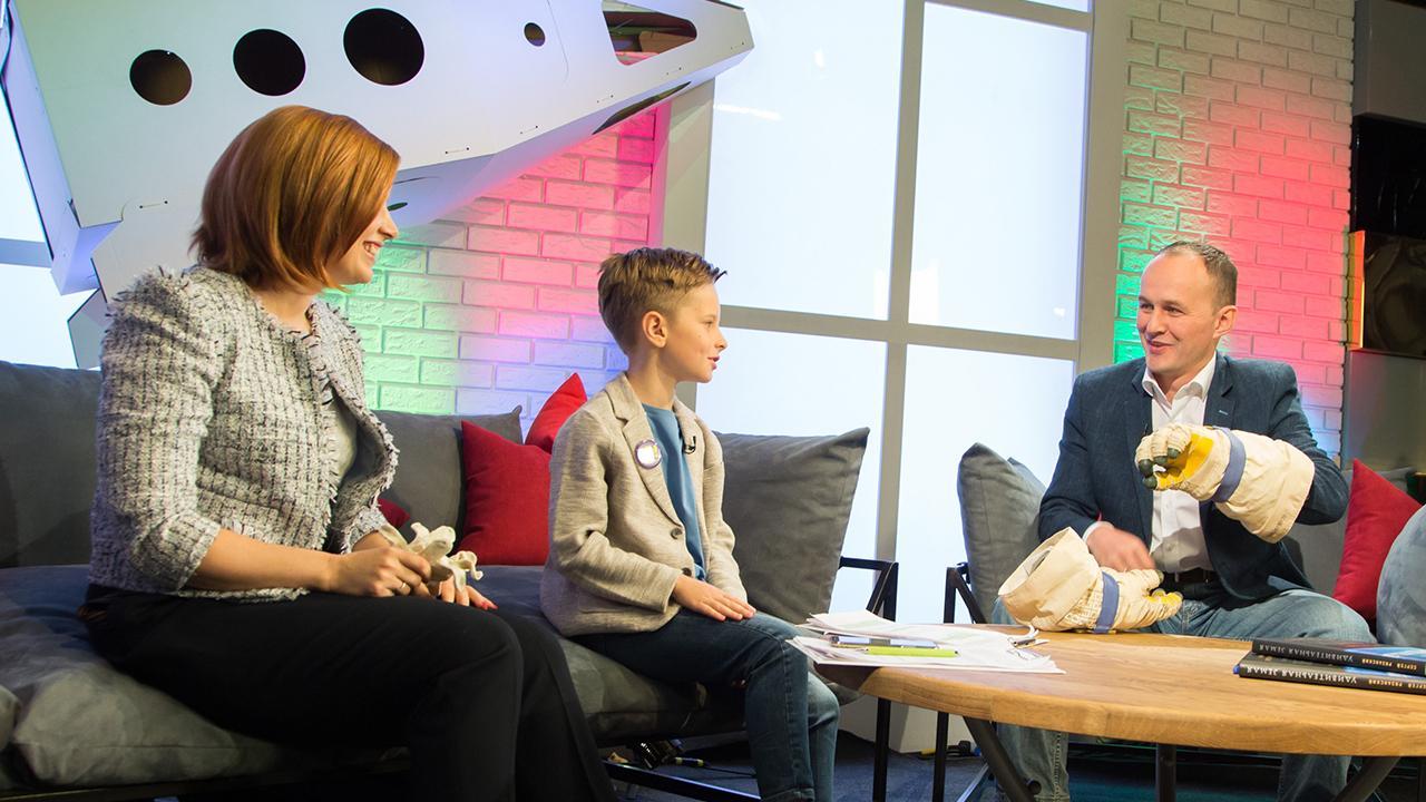 Главный редактор телеканала «О!» Анна Шнайдер, ведущий Иван Пивоваров и лётчик-космонавт, герой России Сергей Рязанский