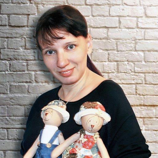 """Юлия Бучинская, мастер по пошиву текстильных игрушек, ведущая мастер-классов для волонтеров и всех желающих Благотворительного фонда """"Гольфстрим"""""""