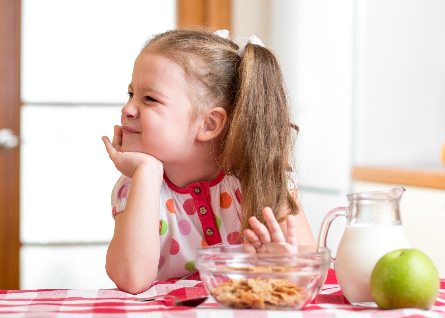 女孩反覆拒食暴食!飲食障礙症竟是童年「餐桌規定」造成 | Heho健康