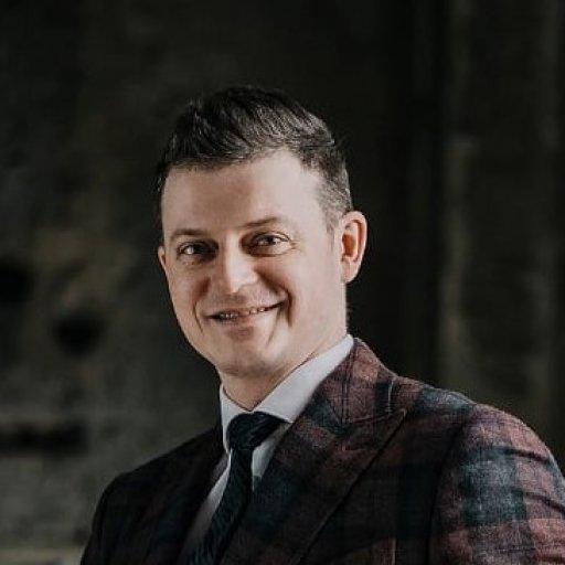 Максим Левченко, диктор, преподаватель KIDSDEV по технике речи и ораторскому мастерству